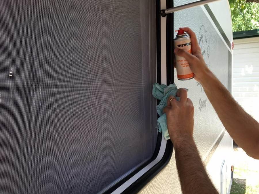 manutenzione finestre roulotte