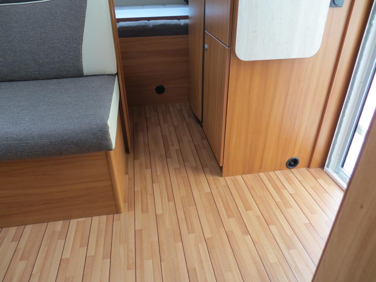 ristrutturare interno roulotte gs29 regardsdefemmes. Black Bedroom Furniture Sets. Home Design Ideas