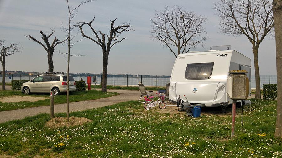 camping-campeggio del garda piazzola con roulotte