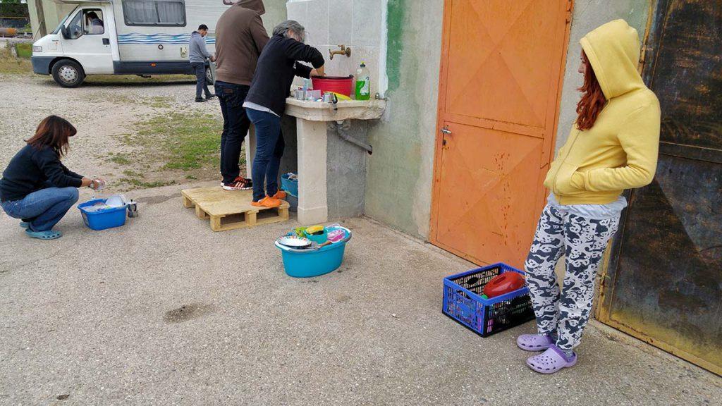 agricampeggio-borghetto-lavare-i-piatti