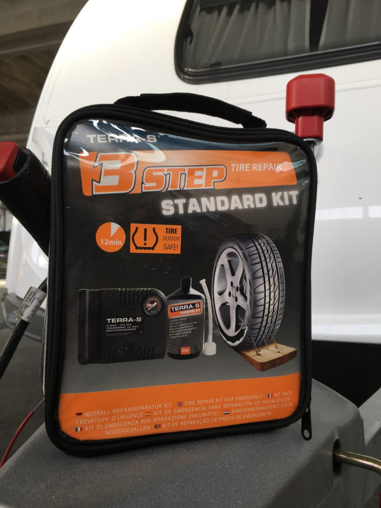Kit riparazione pneumatici